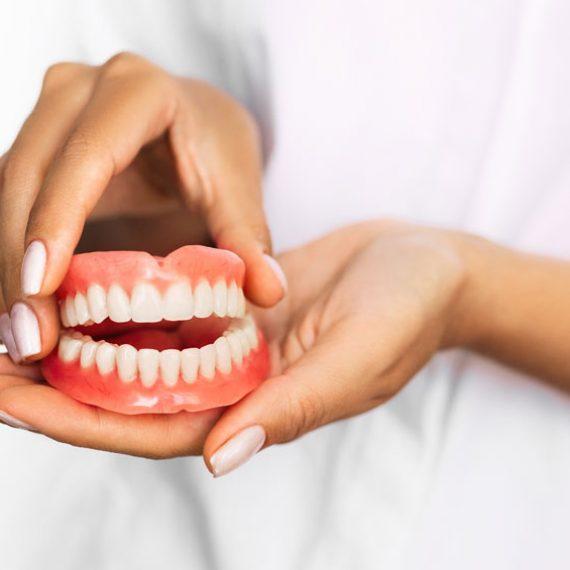 Cuidados de las prótesis dentales